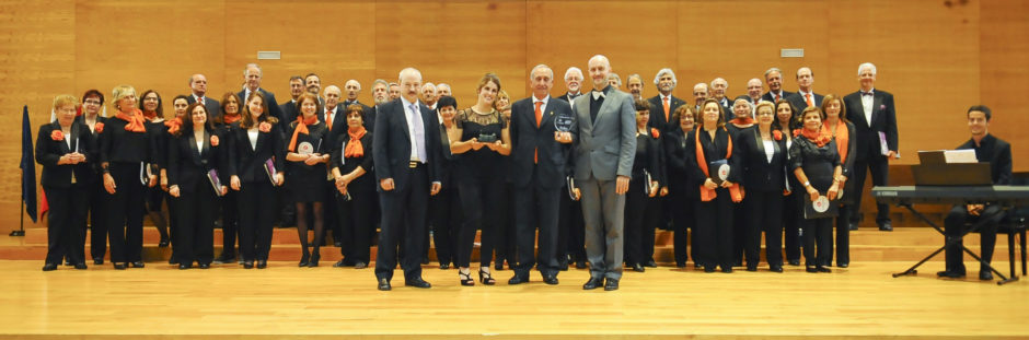 El Coro del Colegio de Economistas de Cantabria en un encuentro con voces amigas