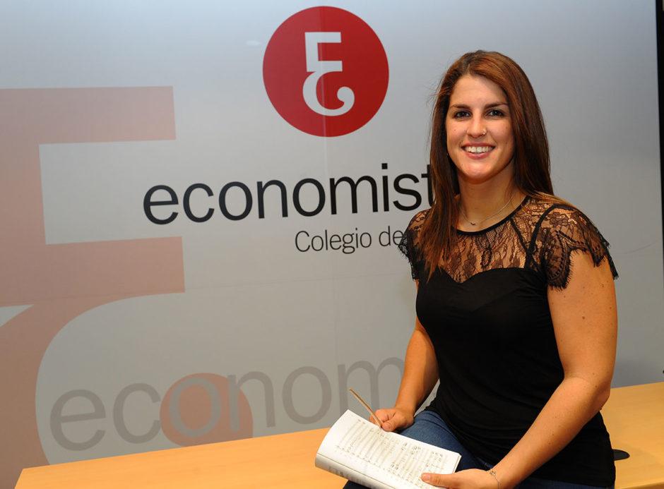 Paula Sumillera Rumoroso, directora del Coro del Colegio de Economistas de Cantabria